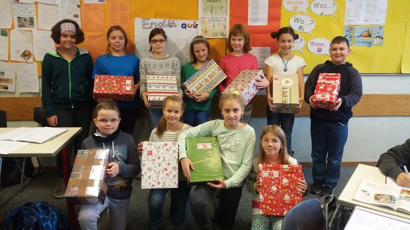Geschenke der hoffnung weihnachten im schuhkarton
