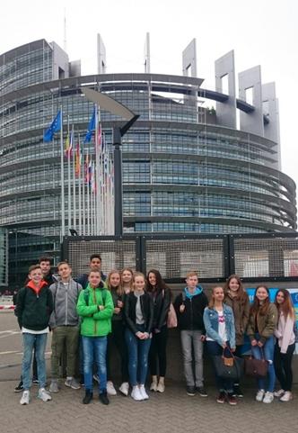 Vor dem Europaparlament